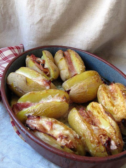 Ce n'est plus vraiment l'époque de faire une raclette, alors on détourne la question en proposant des pommes de terre farcies à la charcute...