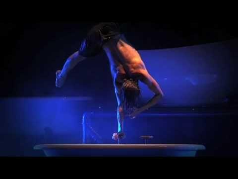 Eike von Stuckenbrok bath-tub handstand @ Chamäleon - SOAP SHOW #handbalance #handstand