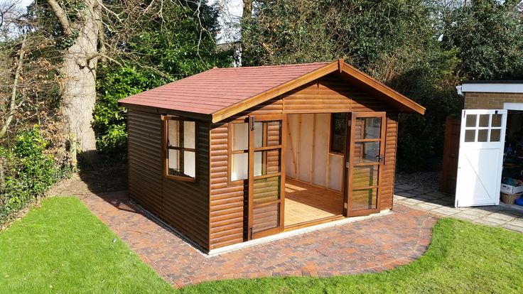 Gainsborough summerhouse in loglap cladding.