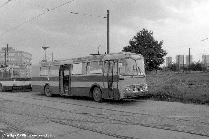 Fotogalerie » Karosa ŠM11 služební BSA 56-15 5217 | Brno | vozovna Medlánky