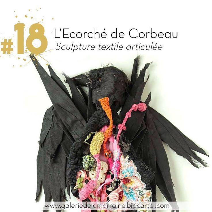 """""""Le bourreau supplicié """" ou la version de #sabinefeliciano concernant les oiseaux démoniaques de l'enfer de Jérôme Bosch. Disponible sur la boutique en ligne www.galeriedelamarraine.bigcartel.com #calendrierdelavent #noel2016 #galeriedelamarraine #ecorche #corbeau #sculpturetextile #400coups #jeromebosch #18decembre #18"""