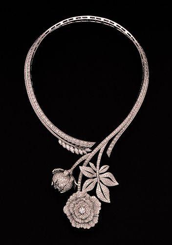 Van Cleef & Arpels - Paeonia necklace | Flickr - Photo Sharing!  J'adorerais le porter.  Juste une fois.  Je peux toujours rêver :-)