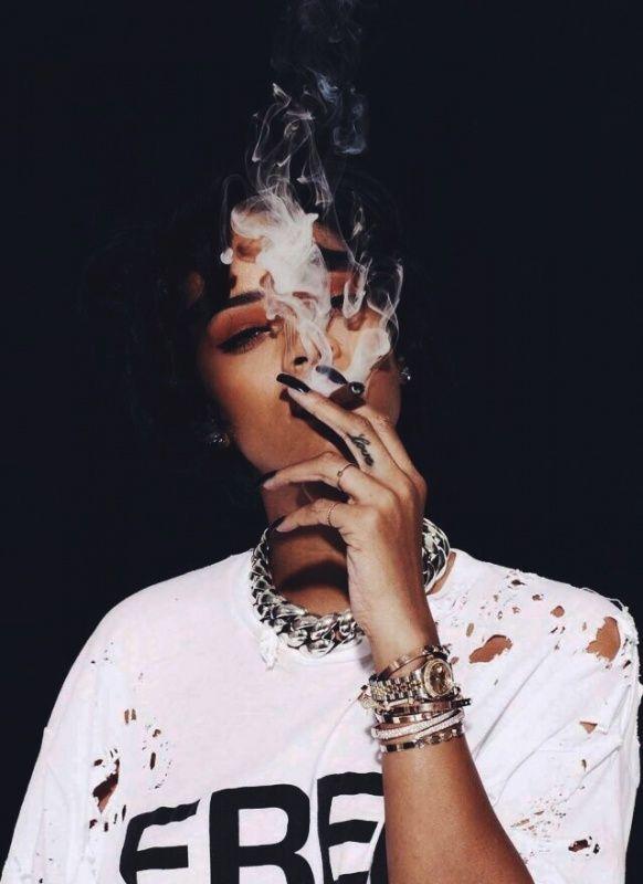 FIND YOUR ESCAPE Rihanna: Photo
