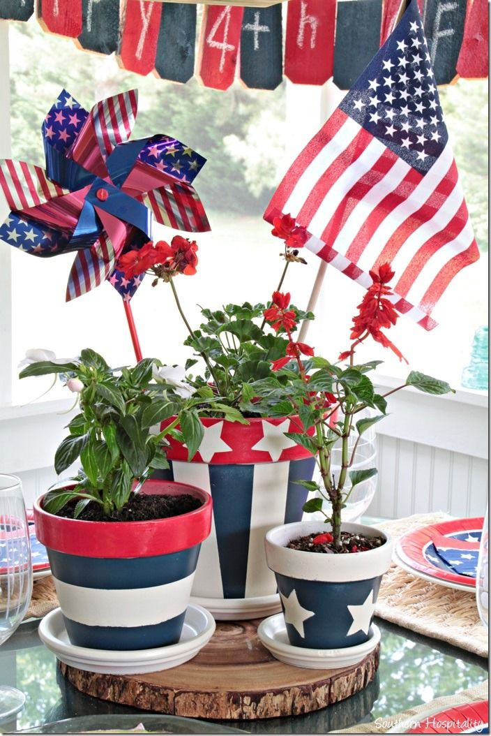 We're all in for a special treat with a guest post on creating a patriotic centerpiece for the 4th of July from Southern Hospitality​ today! See more projects by Rhona at www.southernhospitalityblog.com