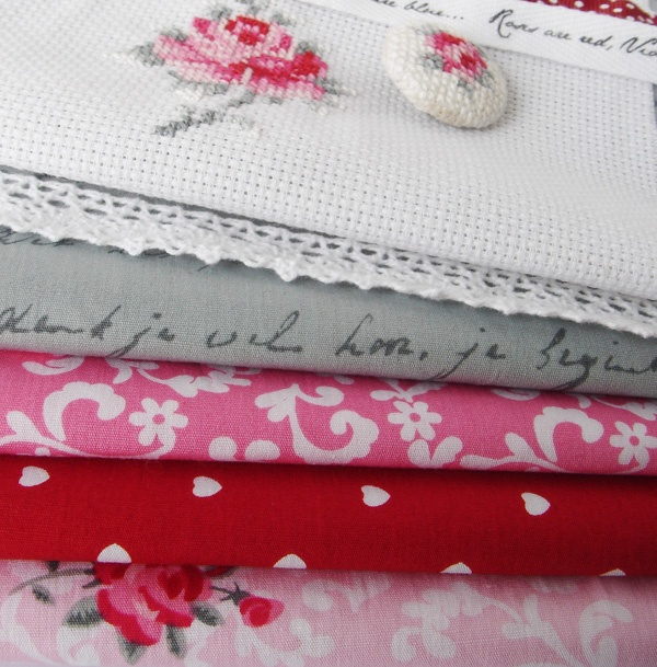de laatste Eline's Huis stof (fabric almost sold out). http://www.yourzoap.nl/