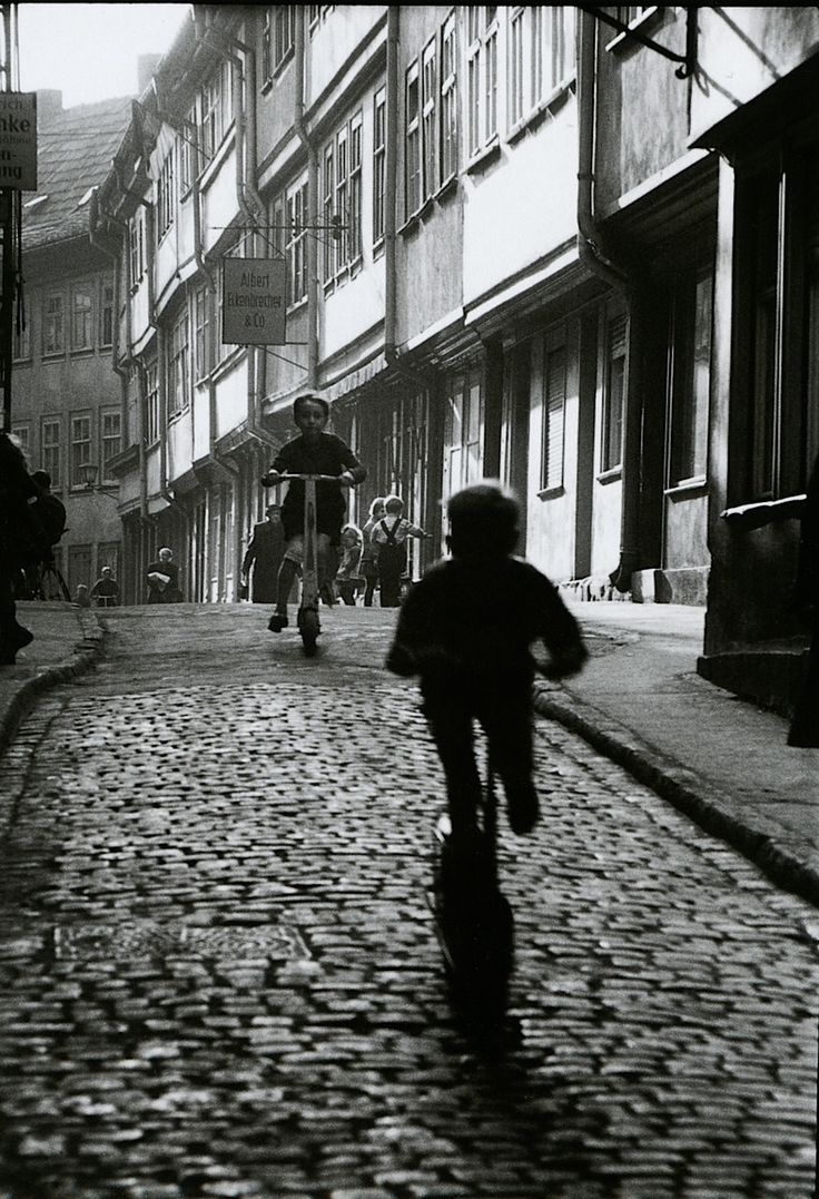 fotograficas oleograficas: πόλις / Polis #51: Erfurt 1960 by Willy Ronis