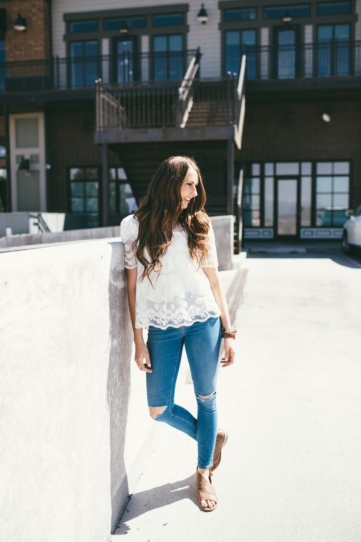 Love this dressy yet casual look! The stunning lemon lace top with skinny jeans and flats!