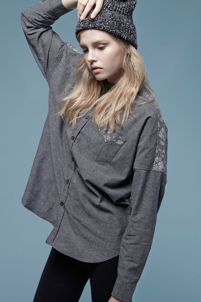 Boxy shape with drop shoulder Hip length long Flannel finished fabric with color nep yarn accent Contrast floral details