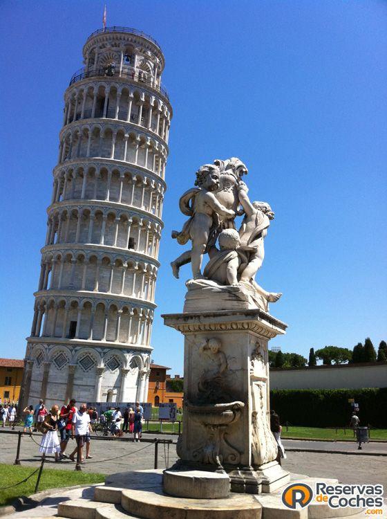 La famosa Torre inclinada de Pisa, Pisa. Italia #Pisa #TorredePisa #Italia #turismo #viajes Recorre Italia alquilando un coche en el Aeropuerto de Pisa http://www.reservasdecoches.com/es/alquiler-de-coches/Aeropuerto_de_Pisa.html