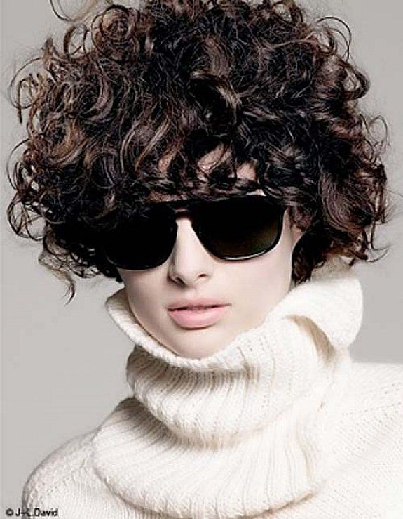 Easy short curly hairstyles for round faces for women with glasses