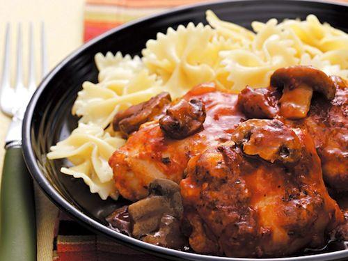 A mai receptünk csirke vadász módra, avagy az olaszok csirkepaprikása. Nagyon népszerű Olaszországban, így számtalan verziója létezik, mi most a lassúfőző verziót osztjuk meg. ...
