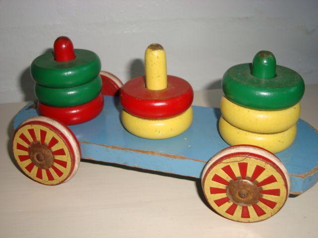 BRIO Swedish wooden toys/trækvogn - 1950s. #Brio #Swedish #toys. From www.TRENDYenser.com