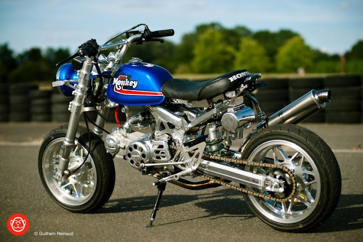 Takegawa 138cc +R 4V SOHC engine  Takegawa 5-disc dry-clutch  Takegawa 5-speed S-Touring gearbox  OVER OV24 alloy frame with monoshock parts by Blast Factory France  G-Craft +20 swingarm  Honda RS125 fork