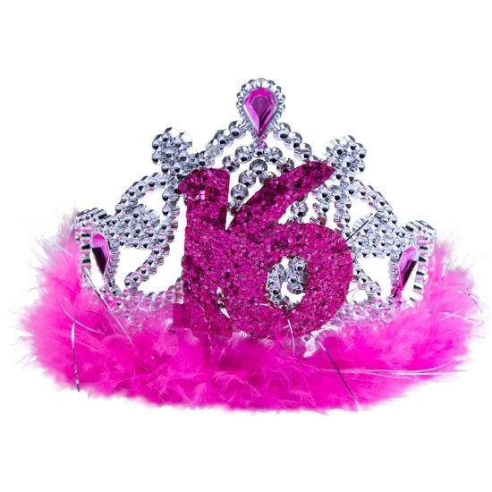 Roze sweet 16 tiara. Op dit roze kroontje staat het cijfer 16. Het kroontje heeft roze veren en plastic edelstenen. Bijvoorbeeld te gebruiken voor een 16de verjaardag.