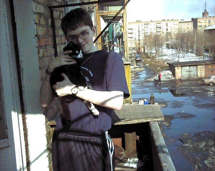 #2000s #spring #yard #cat #nerd