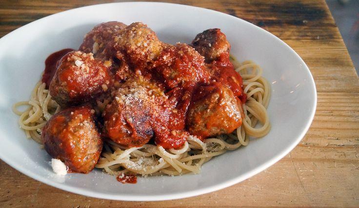 Makkelijk recept voor gehaktballetjes in tomatensaus met spaghetti. #gewoonwateenstudentjesavondseet
