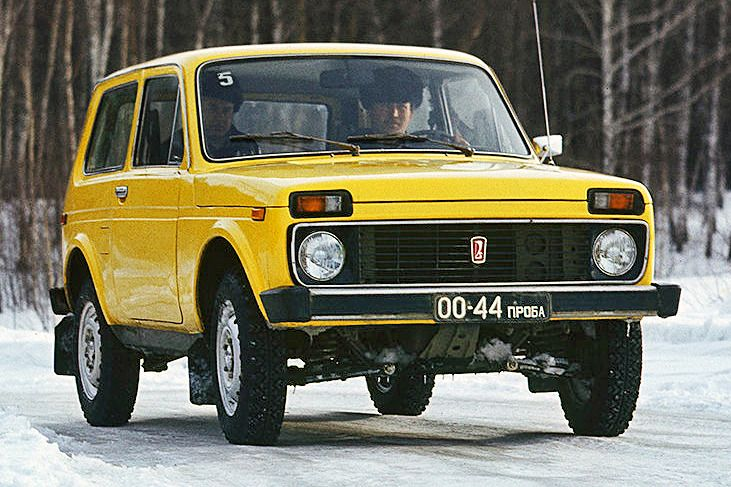 What A Difference 43 Year Makes Juxtaposition Of Lada Niva 1977 And Lada Niva 2020 The Russian 4x 1977 2020 4 In 2020 Niva Suv Christmas Decorations Garland