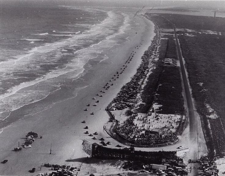 "hanks to Eddie Samples for these: Last Daytona Beach ""Road & Beach"" course before moving to the current Daytona International Speedway further inland in 1959. Over the years the track was moved further south along the Daytona beaches because of hotels etc popping up. You can see here the south turn is nearly at the old Ponce de Leon Lighthouse. The racers were running out of beach. First stock car race here was held in 1936, further north up the beach. Last race at this spot in 1958"