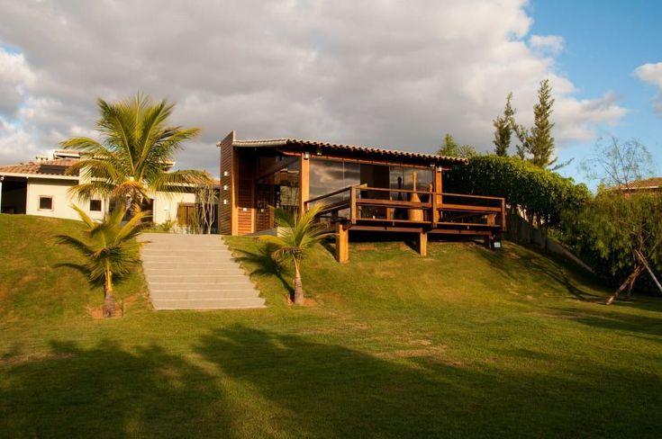 Busca imágenes de diseños de Casas estilo rural de NATALIE TRAMONTINI ARQUITETURA E INTERIORES. Encuentra las mejores fotos para inspirarte y crear el hogar de tus sueños.