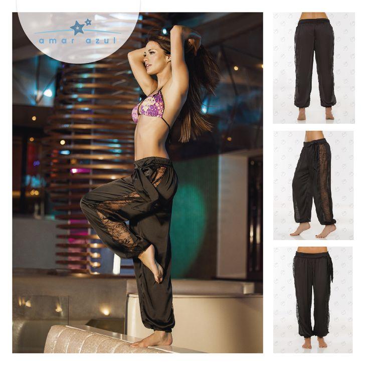 Nuestro Pantalón en satín color negro, se convierte en un accesorio indispensable. #Caftán #beachwear #amarazulswimwear