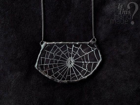 Echte Spider Web Halskette. Dreieck Spinnennetz Spinnweben einzigartige handgefertigte Anhänger Halskette. Spider Web transparenten Harz rustikal Halskette.