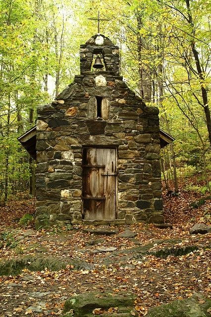 Forest Chapel, Vermont. How ethereal would it be worship in a place like this? Imagine the energy from just the natural surroundings alone.