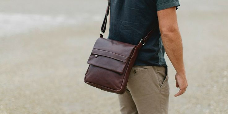 Henk Berg | Tai satchel | Vegetable tanned leather | Chocolate brown  #henkberg #leatherbag #manbag #travelbag