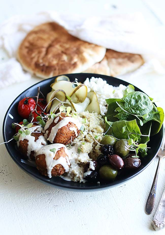 Take your weeknight meals to the next level with this Mediterranean Quinoa Bowl Recipe with Falafel and Garlic Tahini Sauce that is loaded with everything that goes into a falafel sandwich. From pickles, to feta, to spinach this falafel bowl is absolutely to die for!