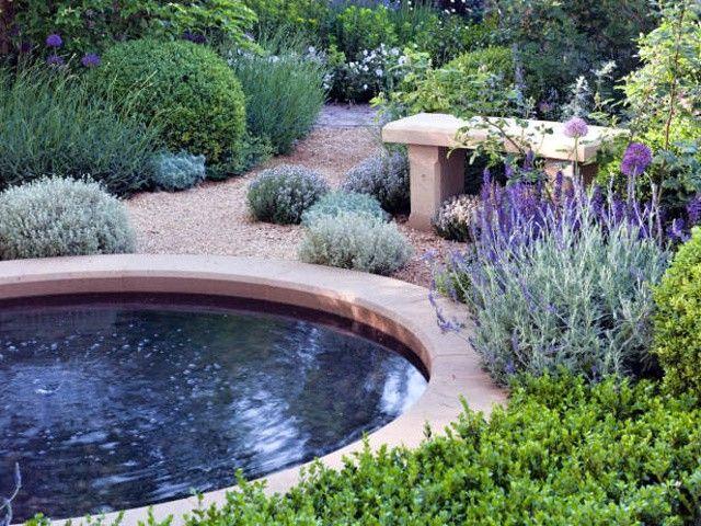 Budování zahrady a její přeměny na váš exteriérový domov vytváří nejen lehký a vzdušný obývací prost