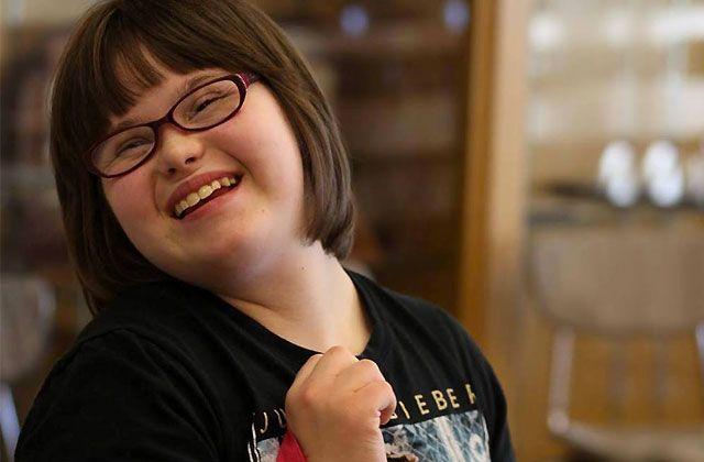 Karrie Brown, une jeune adolescente ayant la trisomie 21 a enfin réalisé son rêve en posant pour la marque de prêt-à-porter Wet Seal ! Cette jeune demoiselle de 17 ans s'appelle Karrie Brown. Karrie, qui est atteinte du syndrôme de Down (ou trisomie 21) rêvait depuis longtemps de devenir mannequin et c'est maintenant chose [...]