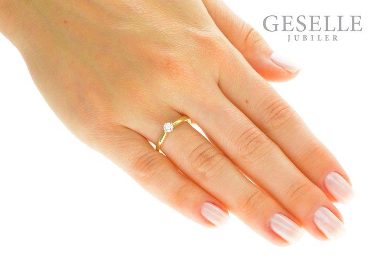 Najmodniejszy złoty pierścionek zaręczynowy z brylantem 0,18 ct - GRAWER W PREZENCIE | PIERŚCIONKI ZARĘCZYNOWE \ Brylant \ Żółte złoto od GESELLE Jubiler
