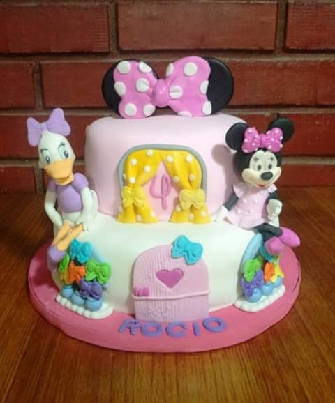 #MinnieMouse And #DaisyDuck #fondant #cake by Volován Productos #instacake #puq #Chile #VolovanProductos #Cakes #Cakestagram #SweetCake