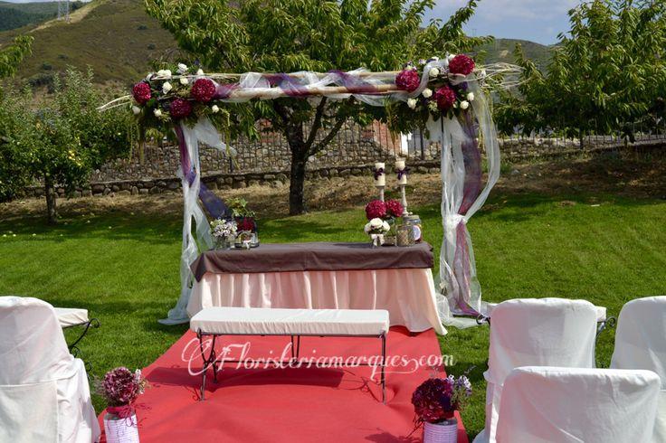Decoraci n de p rgola y mesa de ceremonia para boda civil for Arreglos de mesa para boda en jardin