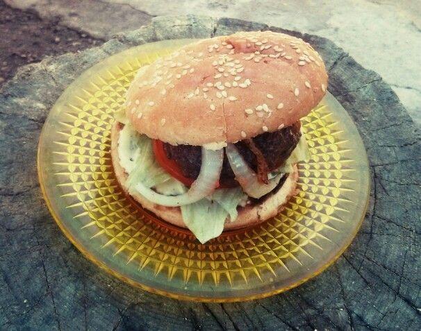 Bouda`s burger nesmí chybět (1h). Vytuníte to nějakou lepší bulkou a domácí majonézou.