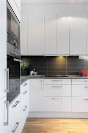 large format tile - dark backsplash/ wood floors