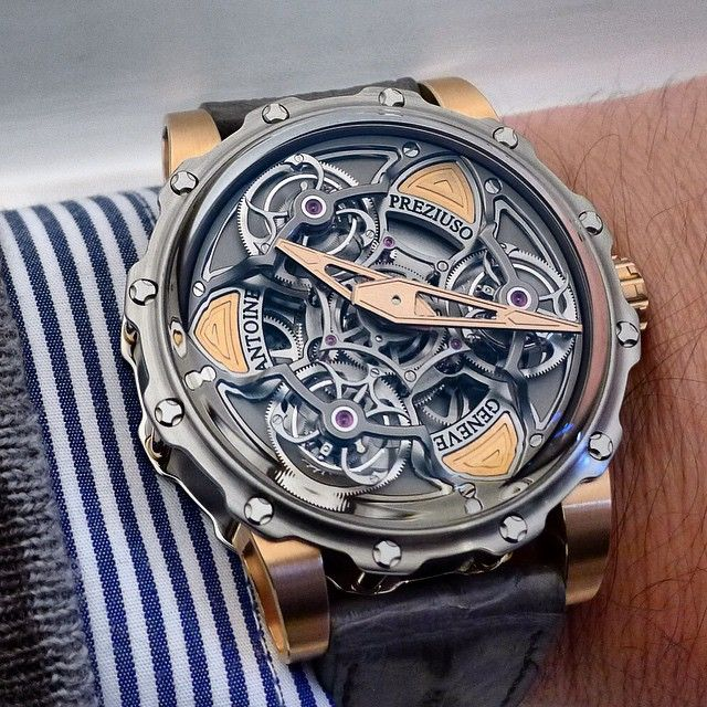 Spectacular tourbillon of tourbillons by Antoine Preziuso! 3 tourbillons put on a rotating base lead to this mesmerizing show.