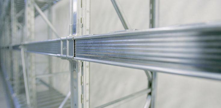 Scaffalature metalliche a trave lunga: flessibili per cambiamenti in stock