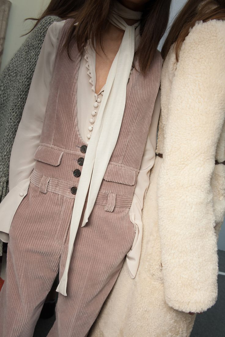 Romantic tailoring and an ice-cream palette to have you melt at the middle. Chloe does grown-up 70s dressing like no other this season.