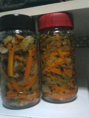 Escabeche de berenjenas, ajies verdes y zanahorias