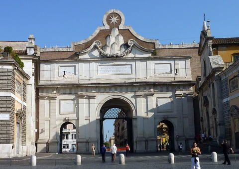 イタリア ローマ ポポロ広場にあるポポロ門は、ジャン・ロレンツォ・ベルニーニ(1598~1680)によって装飾がなされました。