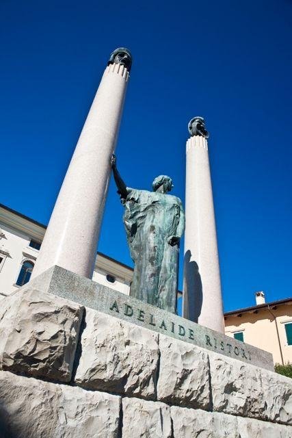 Statua di Adelaide Ristori