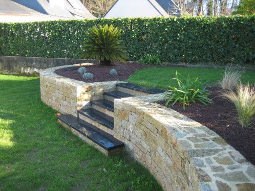 Cr ation d 39 un mur en pierres s ches et plantation d 39 une for Creation jardin exterieur