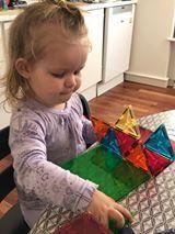 Christina's datter Clara, som snart fylder 2 år, elsker at bygge med Magna-Tiles magneterne.  #MagnaTiles #Magneter #Magnetleg #Magnetlegetøj #Legetøj #Legebyen #LegebyenDK #BrugernesBilleder #KonkurrenceBilleder
