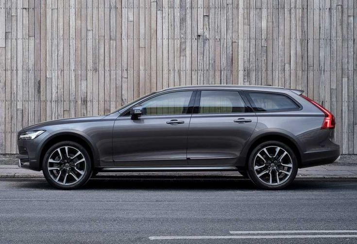 Volvo has surprised us all, this year, with the 2018 Volvo V90 Cross Country. The