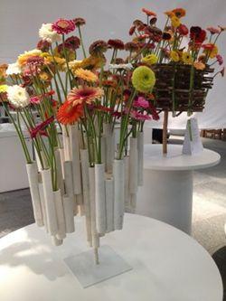 Vorige week vond het jaarlijkse FloraHolland Trade Fair plaats in Aalsmeer. Een gigantisch evenement waarbij vele bloemsierkunstenaars, freelancers, kwekers, productontwikkelaars hun kennis en kunde lieten zien. Het is een internationaal evenement voor bloemschikwonderland.