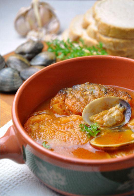 """Receta 120: Sopa de ajo con almejas » 1080 Fotos de cocina  - proyecto basado en el libro """"1080 recetas de cocina"""", de Simone Ortega. http://www.alianzaeditorial.es/minisites/1080/index.html"""
