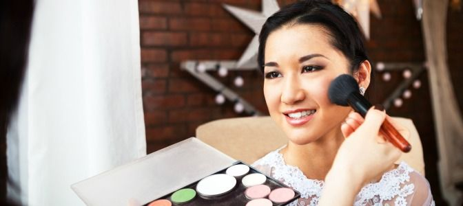 With an online makeup course, there's no skill you can't master. Choose a course that's you want to specialize in and start learning makeup skills fast!