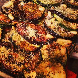 Groenterol van courgette, tomaat & aubergine met zalm uit de oven.