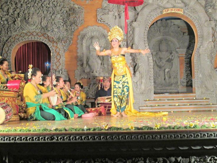 Danse balinaise à Ubud Blog Voyage Trace ta Route www.trace-ta-route.com http://www.trace-ta-route.com/escapade-bali/ #tracetaroute #danse #bali #indonesie #dance #balinaise #balenese #ubud