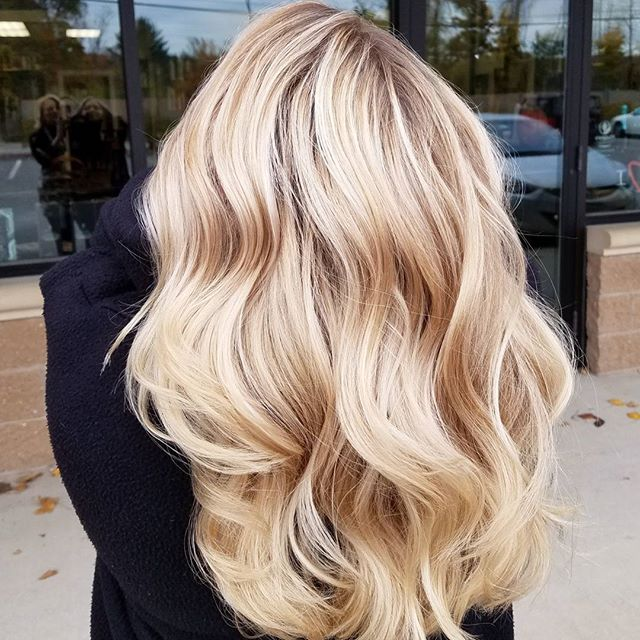 This Balayage is ERRRYTHANG!! I love the blend, contrast and the way her hair cascades ❤ I'm swooning!